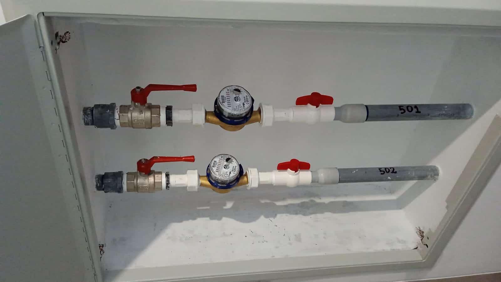 instalacion flujometro edificio
